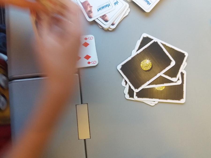 Pokerissa rahana Port Royal -pelin kultakolikot.